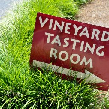 vineyard-tasting-sign
